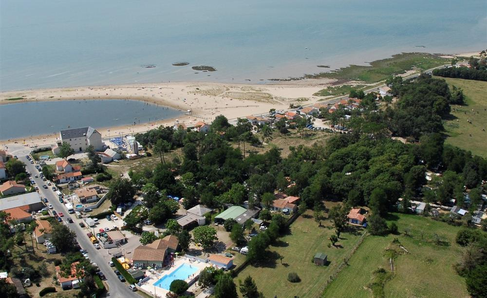 Camping marennes oleron camping charente maritime for Camping evian les bains avec piscine